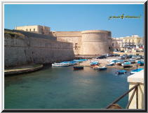 Gallipoli Lecce Italy - rivellino porto canneto ponte città vecchia 3.jpg